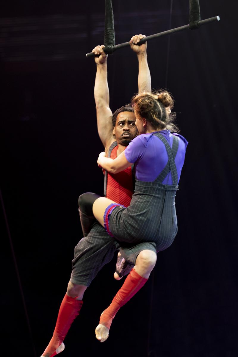 Afbeelding Duo Musa tijdens trapeze-act