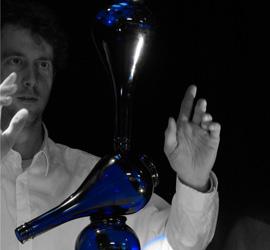 Afbeelding Guido van Hout tijdens jongleer-act
